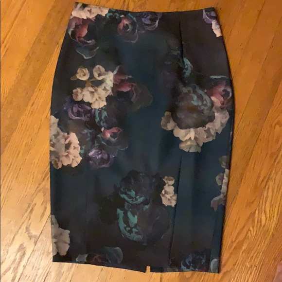 H&M Dresses & Skirts - H&M Womens floral pencil skirt -size 40/10-New!